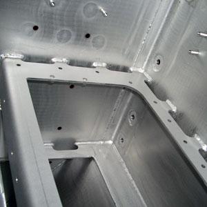 Sandstrahlen von Edelstahl-Bauteilen